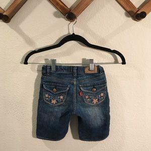 Levi's | embroidered denim shorts sz 5